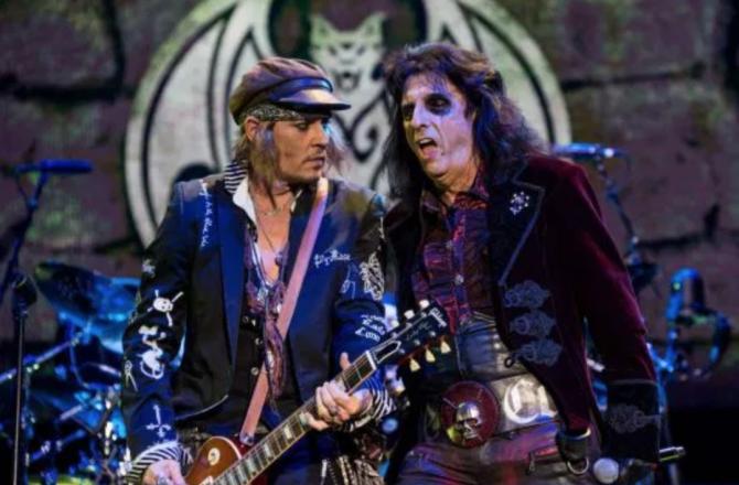 [電影討論] 強尼戴普就是愛玩吉他  (6/11 強尼戴普與Black Keys 跟 Marilyn Manson 同台飆樂)